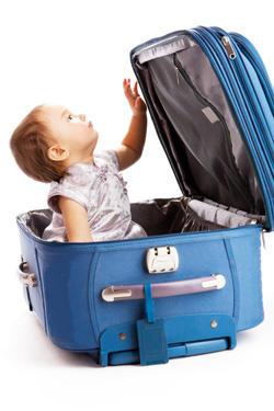 Bébé dans valise